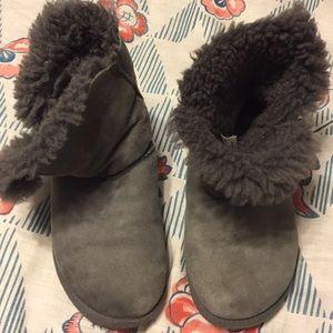 Uggs brand woman's 6W gray slip on shirt boots